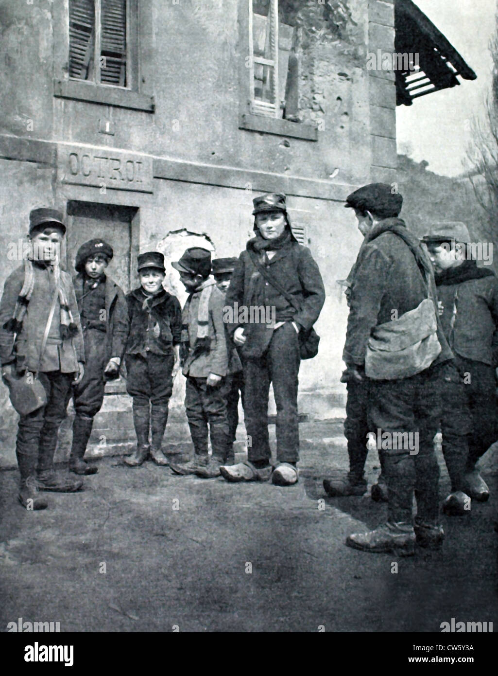 World War I. Alsacian schoolchildren in a village occupied by the French - Stock Image