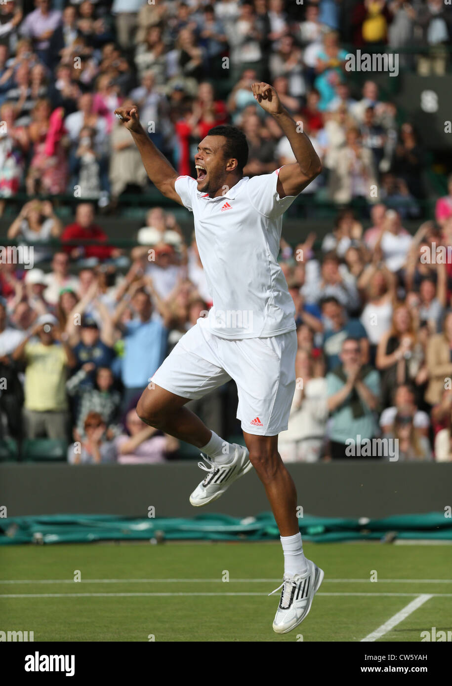 Jo-Wilfried Tsonga (FRA) celebrating his win at Wimbledon - Stock Image