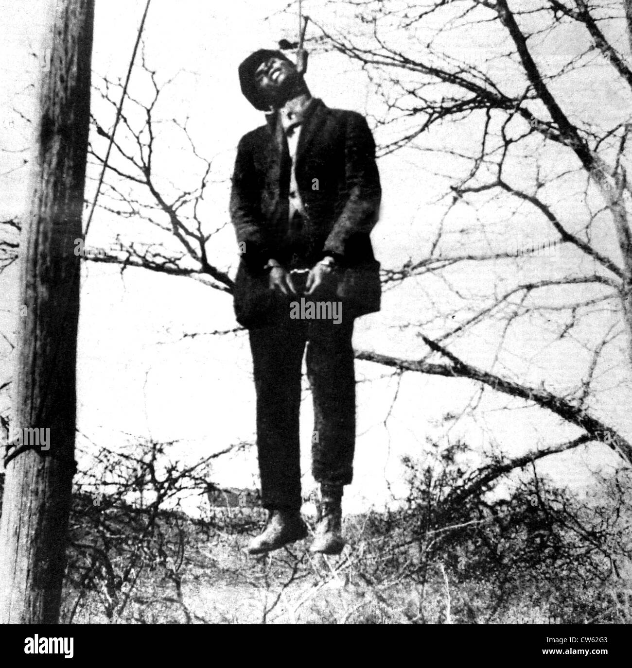 Lynching scene in Texas, 1930. A black man, accused of having attacked a white woman, is hanged immediately. - Stock Image
