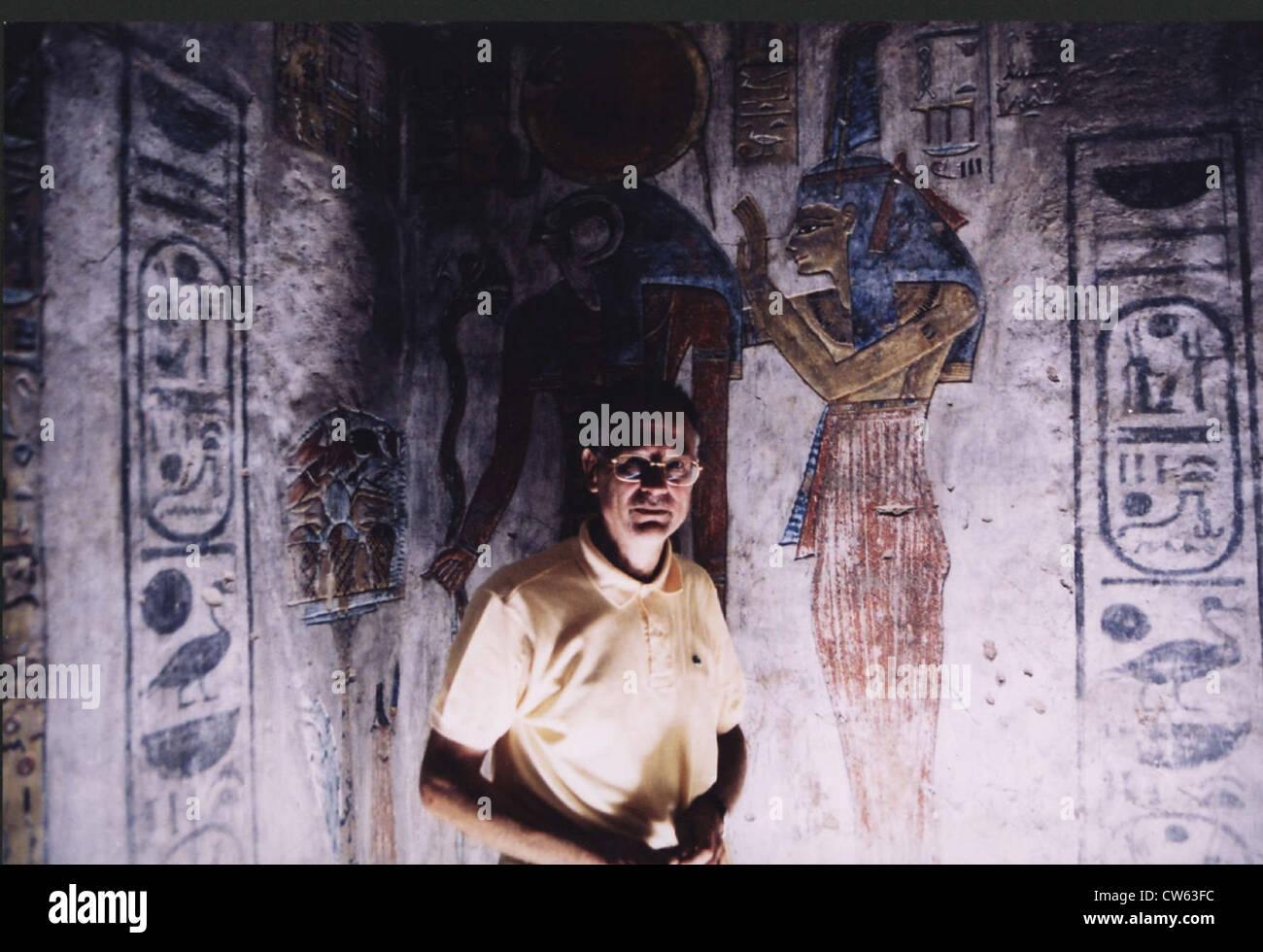Christian Jacq at Dayr al Madinah site - Stock Image