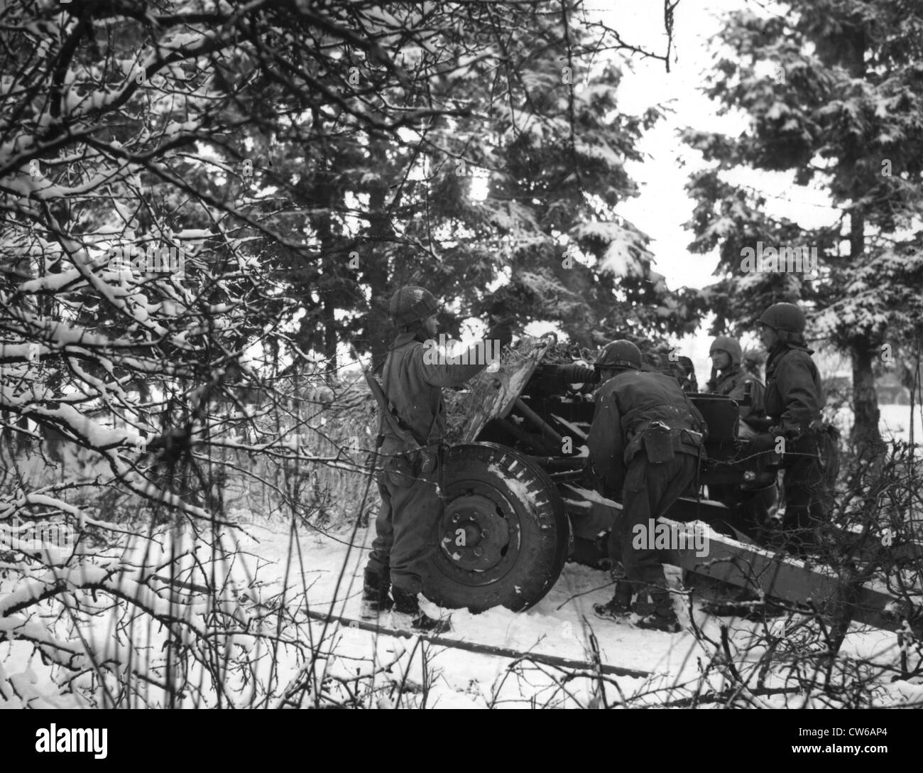 Members of the 1st U.S Army set up three inch tank destroyer gun near Grandmesnil (Belgium) January  4, 1945 - Stock Image