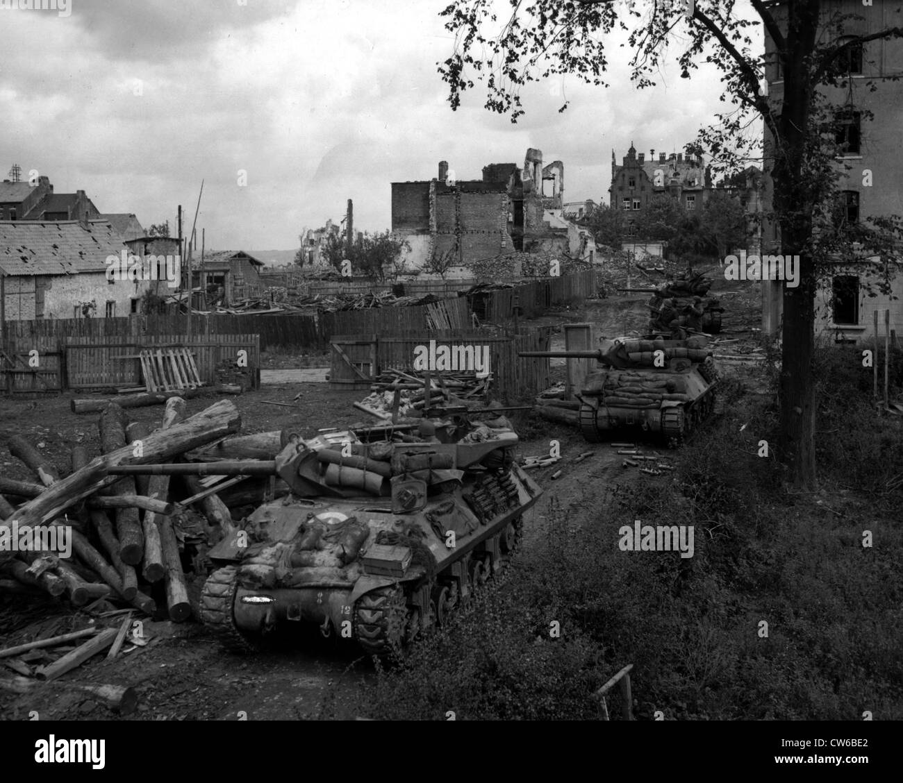 3' guns on M-10's fire on and knock out enemy observation posts in Aachen (Germany) October 14, 1944 - Stock Image