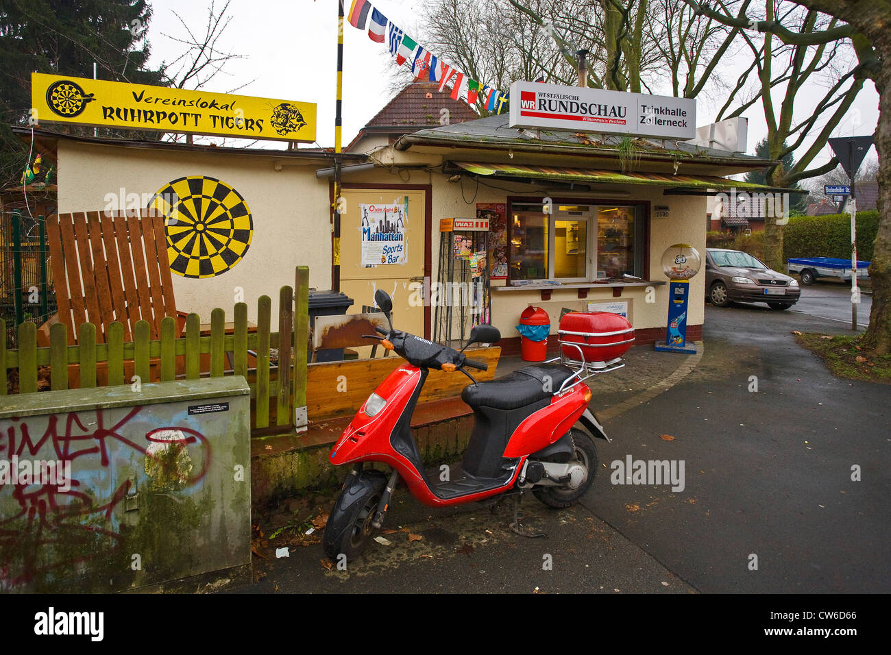 typical kiosk in the Ruhr Area, Germany, North Rhine-Westphalia, Ruhr Area, Dortmund - Stock Image