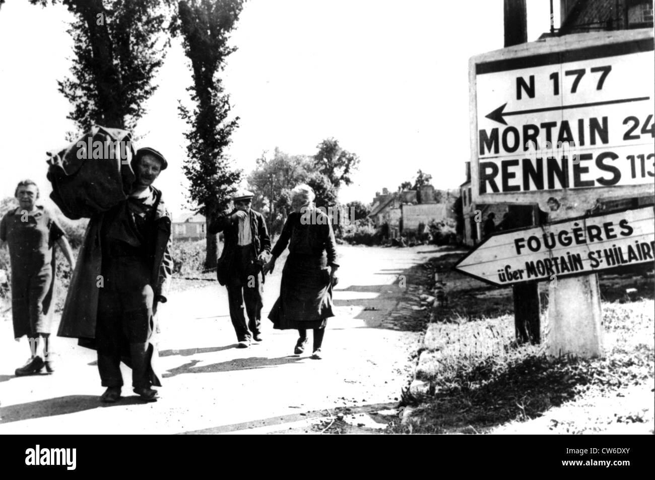 French civilians return to Vire, August 1944 - Stock Image