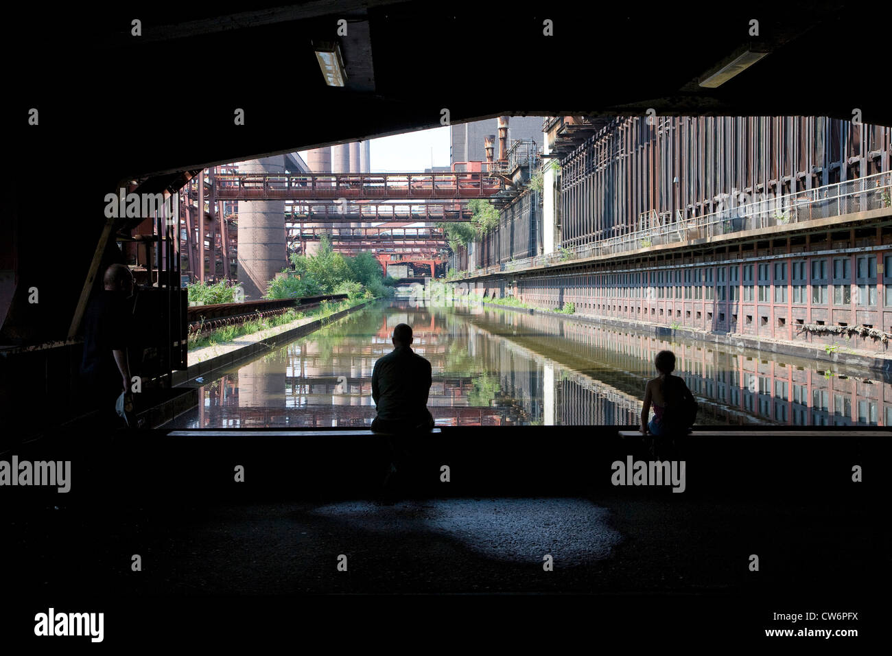 people looking at Kokerei Zollverein, Essen-Katernberg, Germany, North Rhine-Westphalia, Ruhr Area, Essen - Stock Image