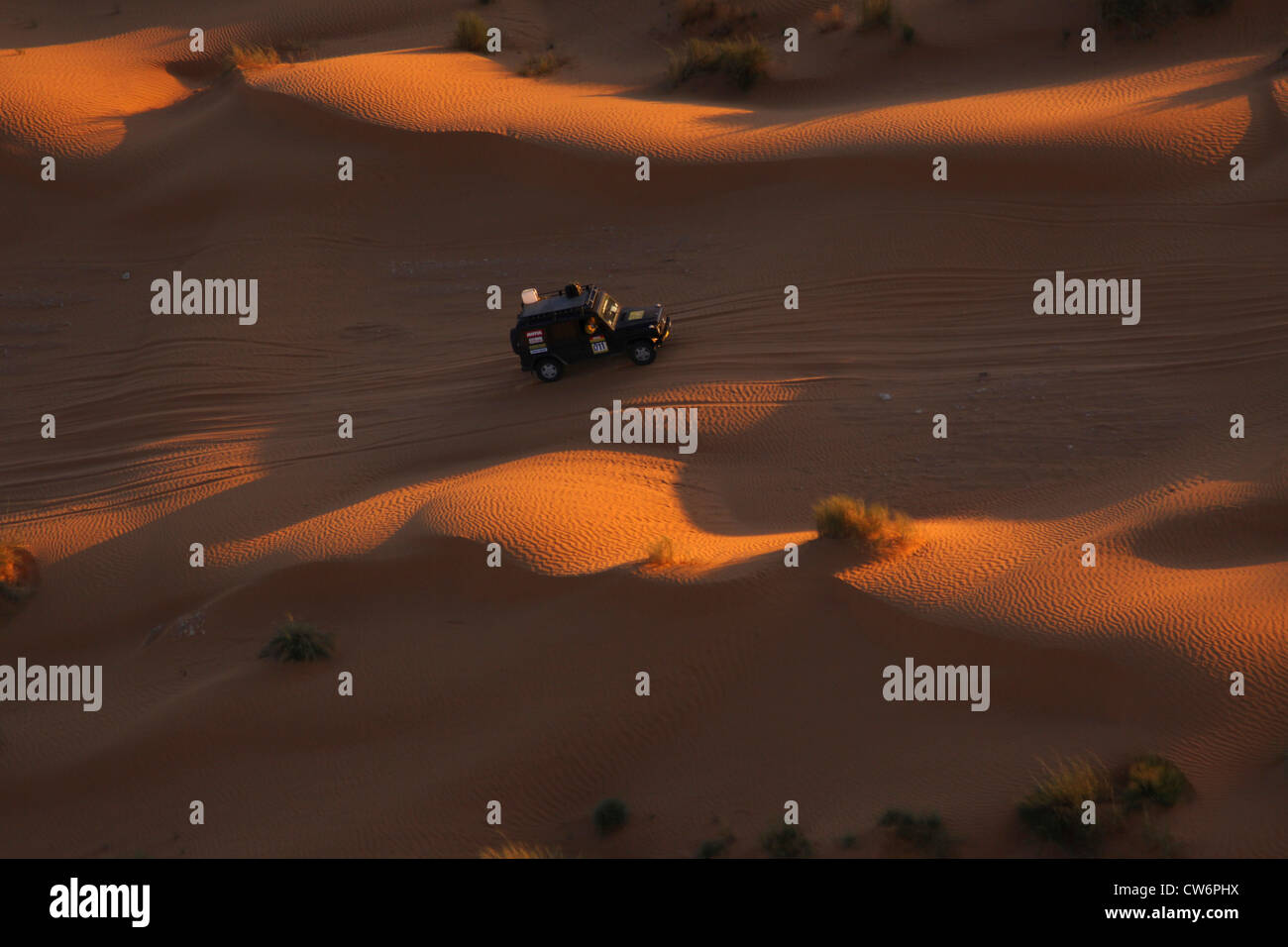 Jeep during the desert rally Erg Oriental in the North Sahara at sunset, Tunisia, Sahara - Stock Image
