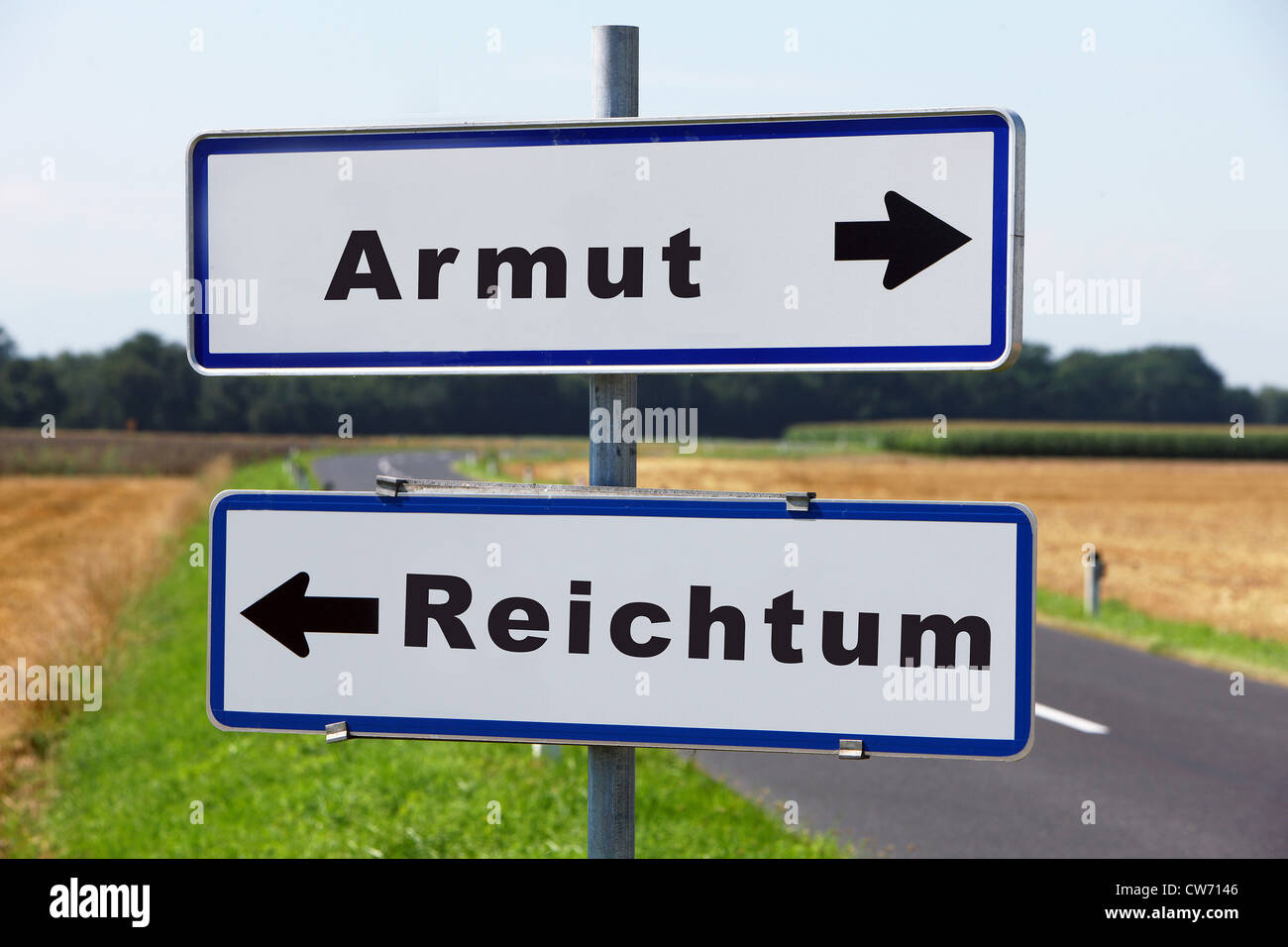 road sign Armut - Reichtum, poverty - richness - Stock Image