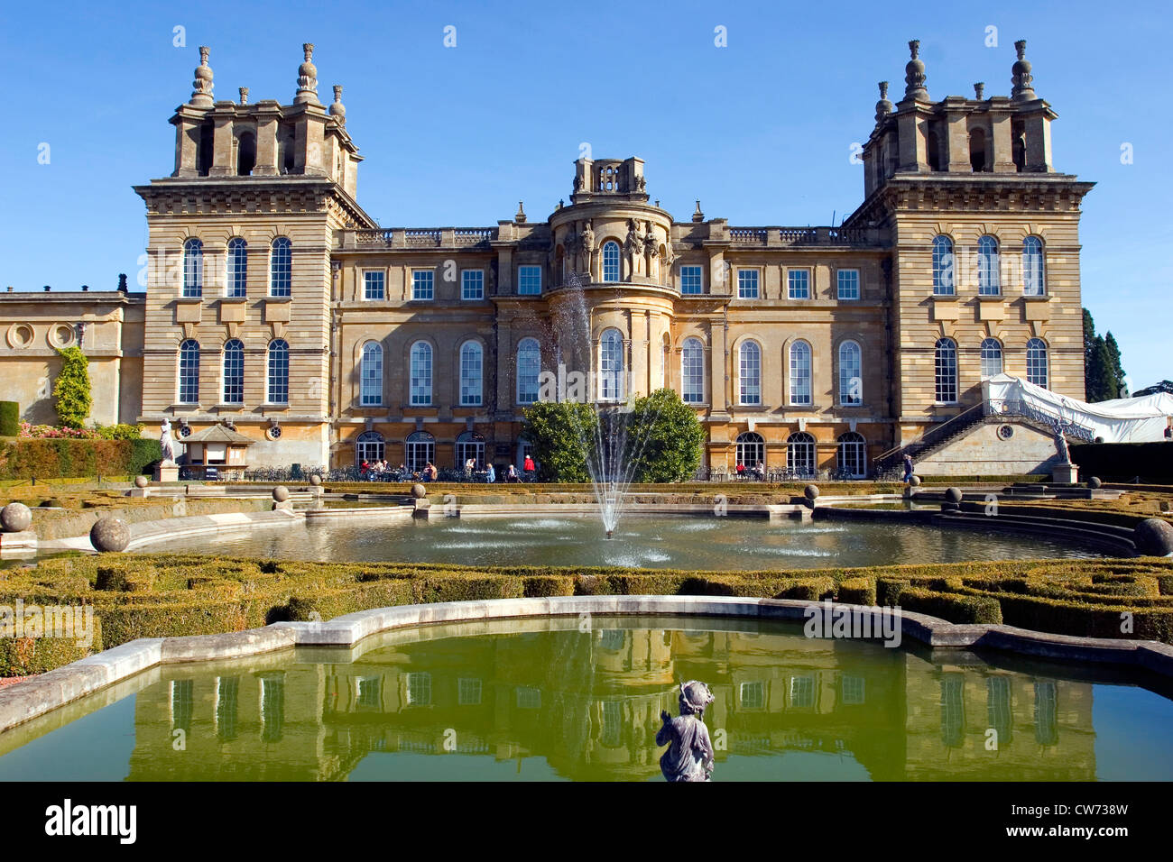 Blenheim Palace with lakes and fountain in the foreground, United Kingdom, England - Stock Image