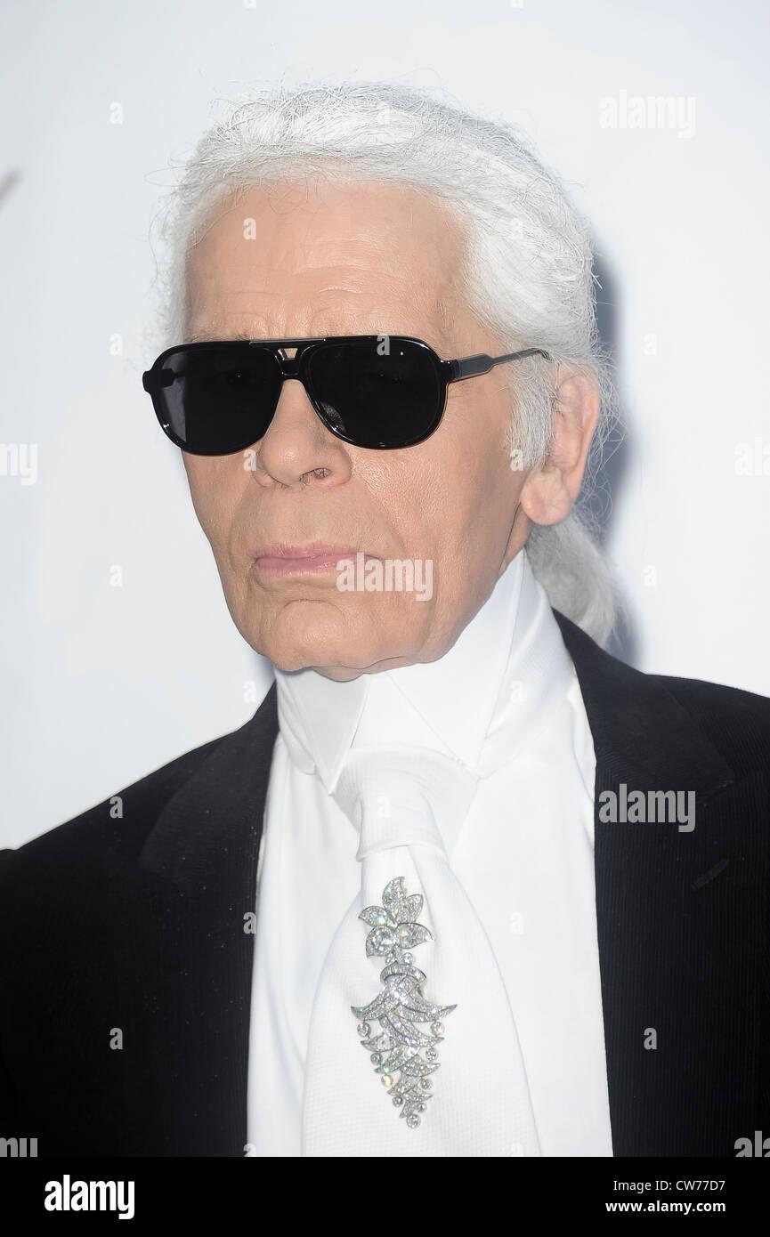 55cb3d9e1362 Karl Lagerfeld arrives for the amfAR Cinema Against AIDS benefit at the  Hotel du Cap-