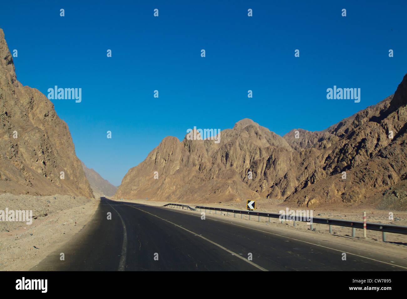 Desert road in the Sinai desert in Egypt - Stock Image