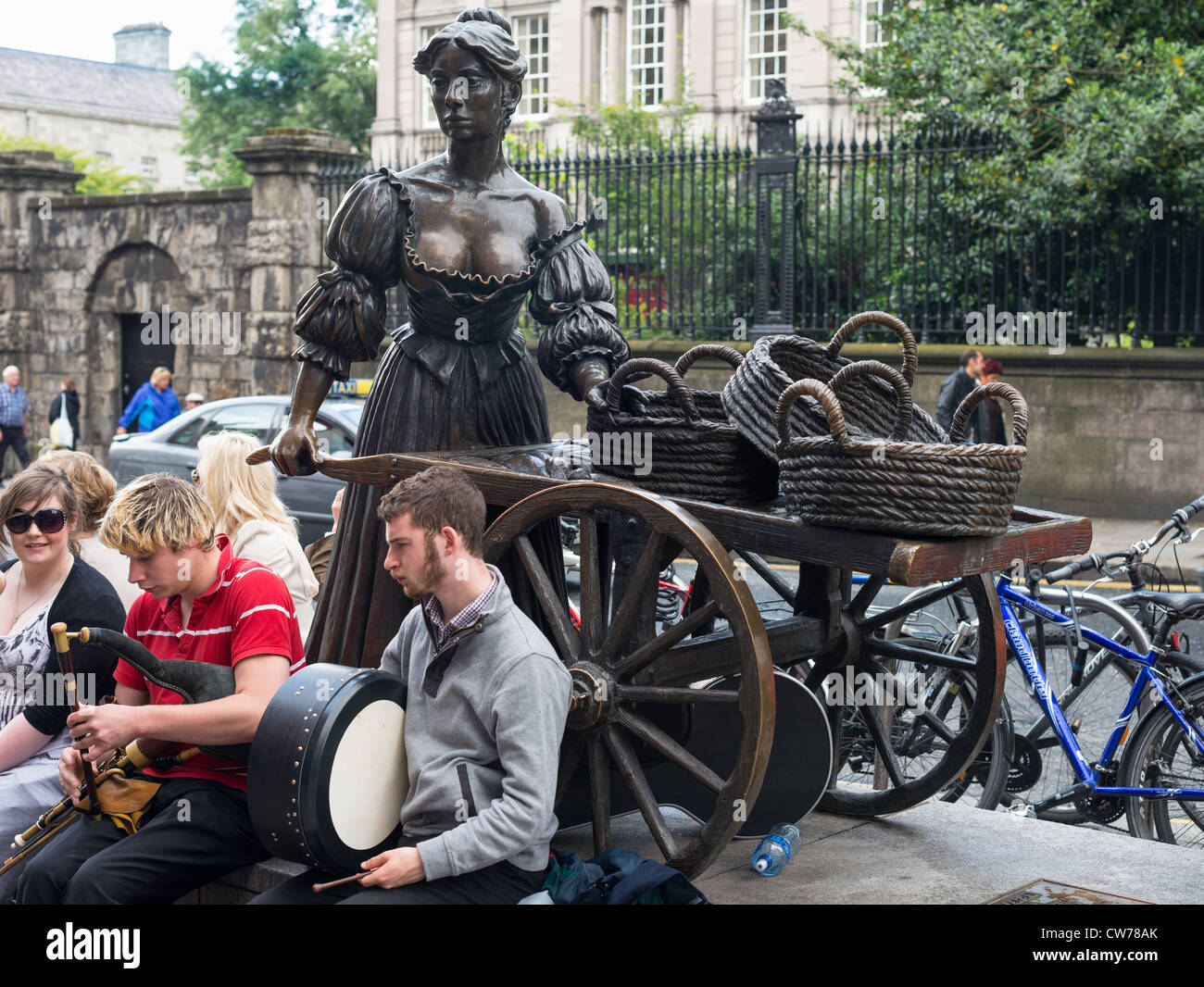 Dublin Ireland - Buskers at bronze statue of Molly Malone on Grafton Street, beside Trinity College, by sculptor - Stock Image