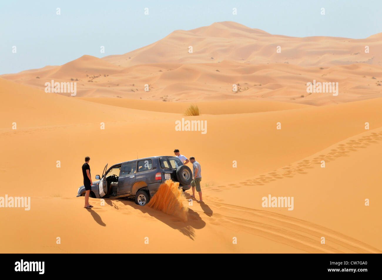 off-road vehicle stuck in sand, Morocco, Erg Chebbi - Stock Image