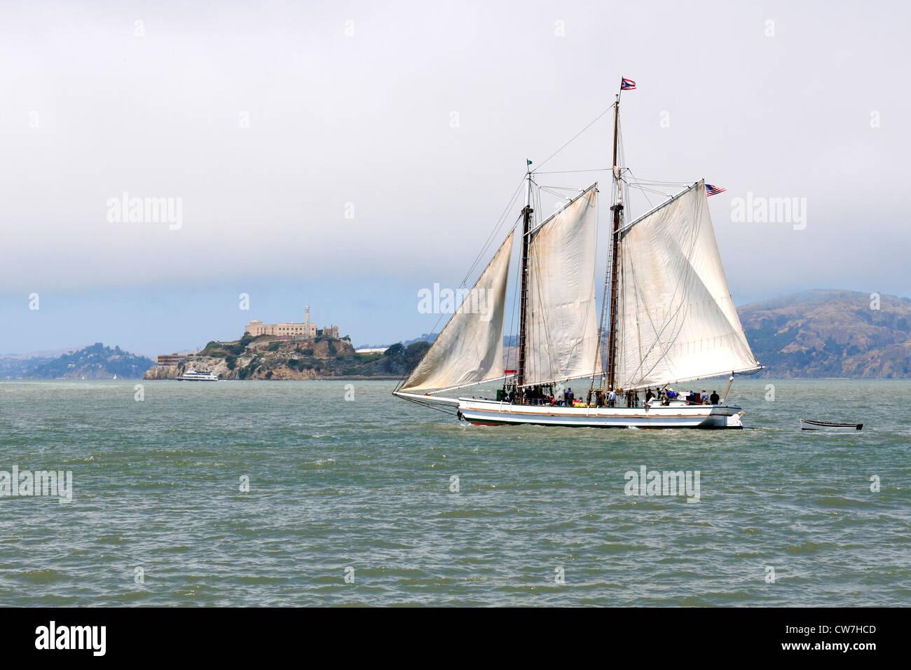 historical sailing boat in front of Alcatraz Island, USA, California, Alcatraz Island, San Francisco - Stock Image