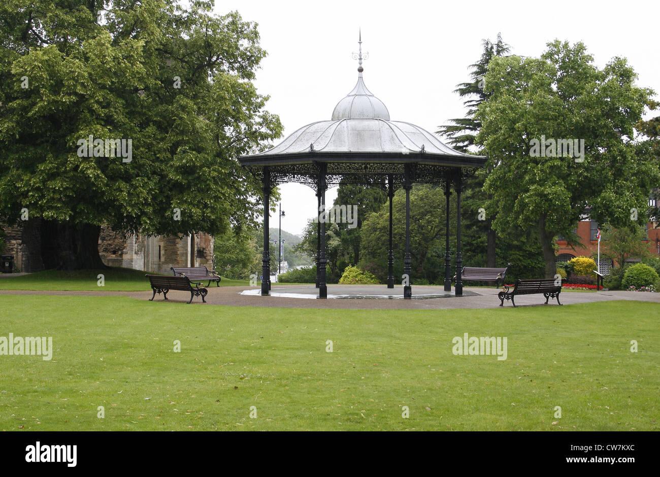 Bandstand in Newark Castle garden Newark-on-Trent, Newark, Nottinghamshire, England, UK - Stock Image