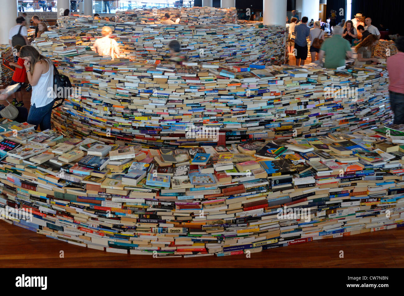 Indoor maze built using 250,000 books inspired by Jorge Luis Borges & created by Brazilian artists Marcos Saboys - Stock Image