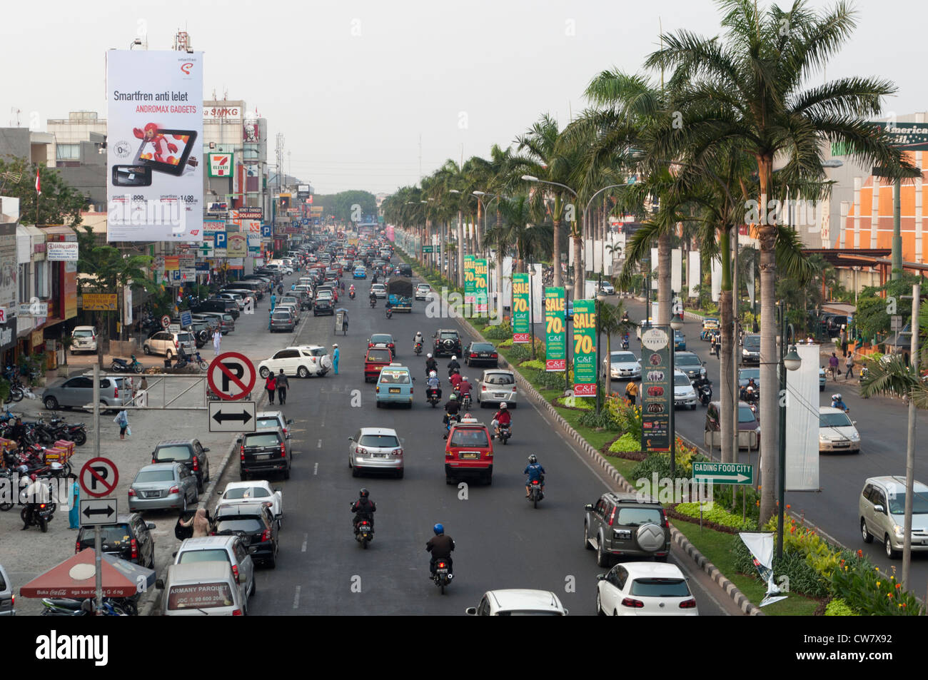 Jalan Boulevard Kelapa Gading Jakarta Facing North East With Mkg Smartfren Andromax A Citraland On The Right