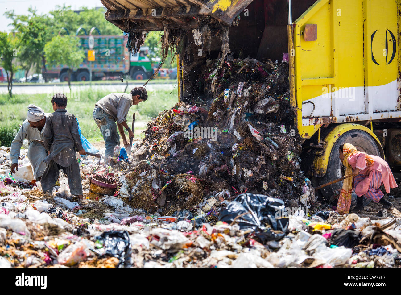 Waste pickers in Islamabad, Pakistan Stock Photo