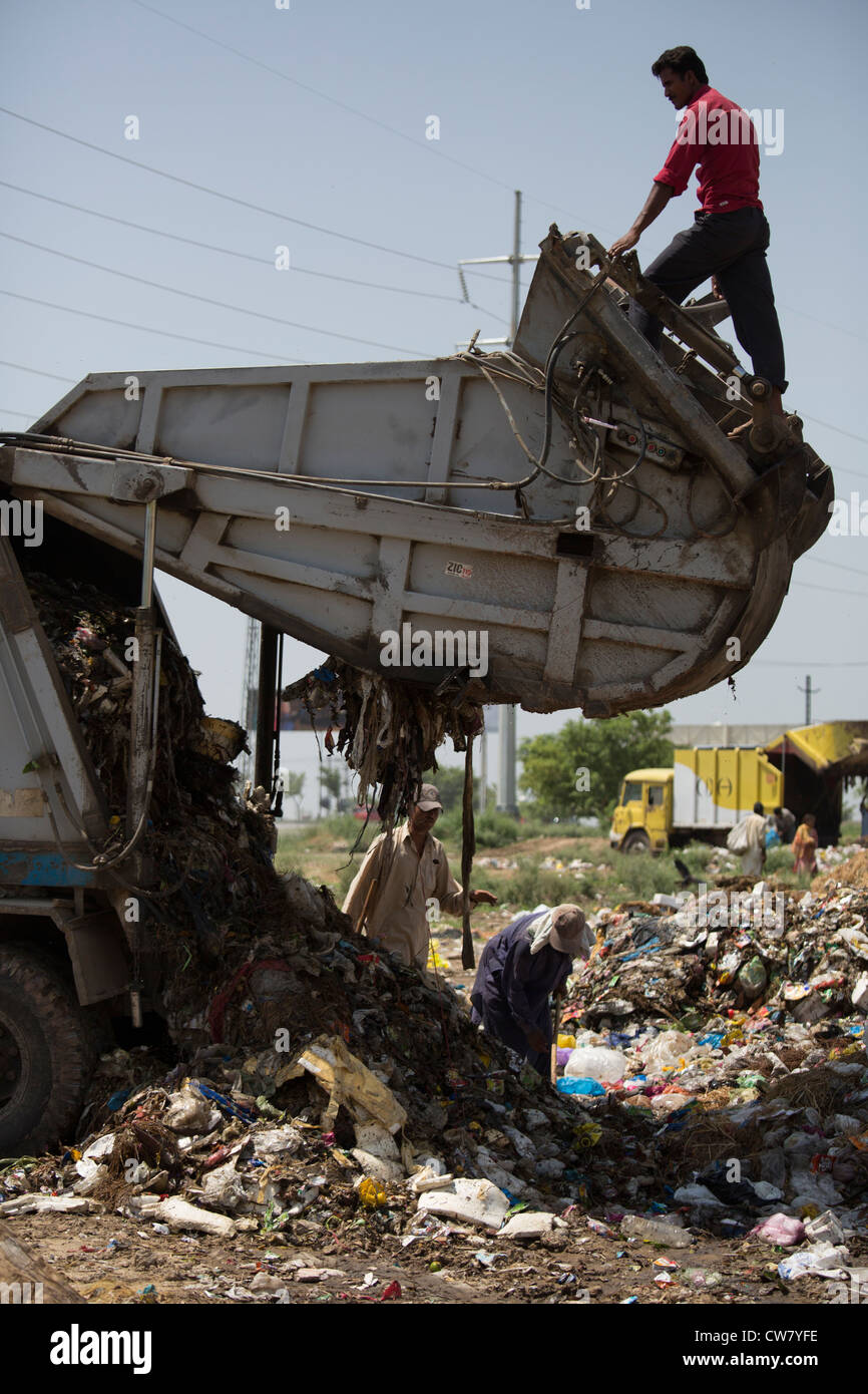Waste pickers in Islamabad, Pakistan - Stock Image