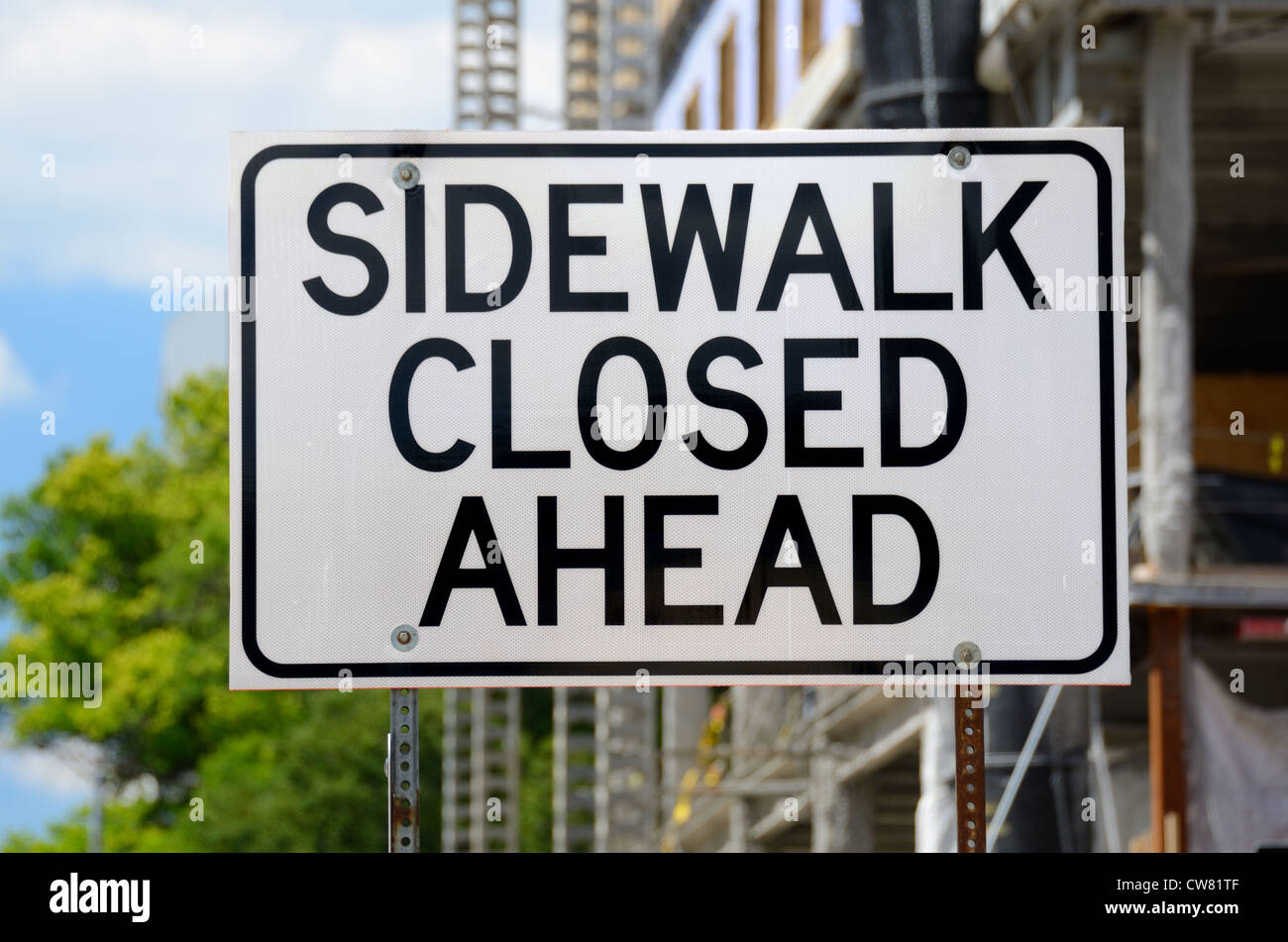 Sidewalk Closed Ahead sign near a construction site - Stock Image