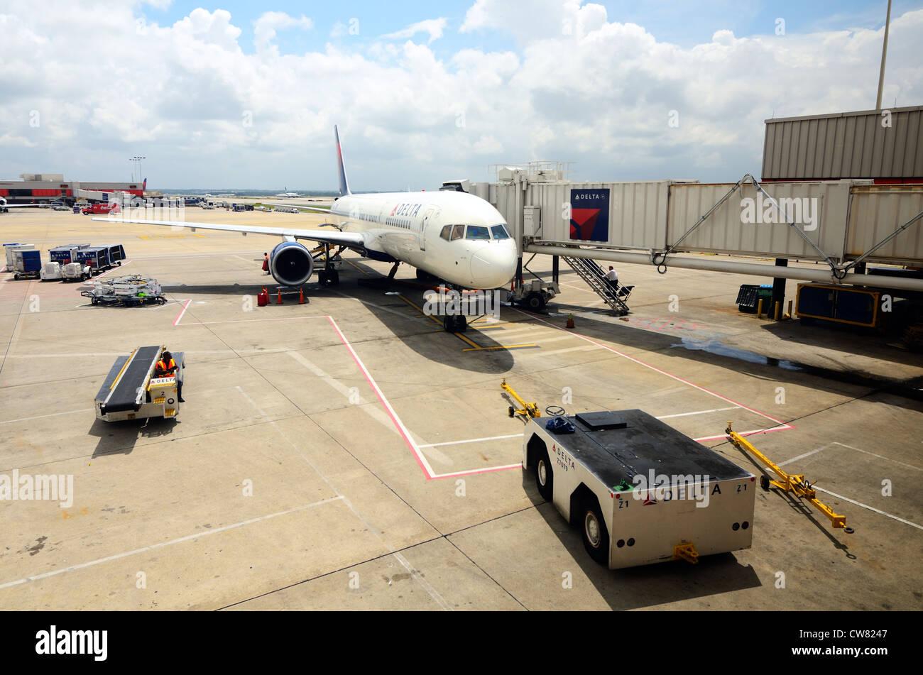 Delta Jet docked at the gate in Hartsfield-Jackson Atlanta International Airport - Stock Image