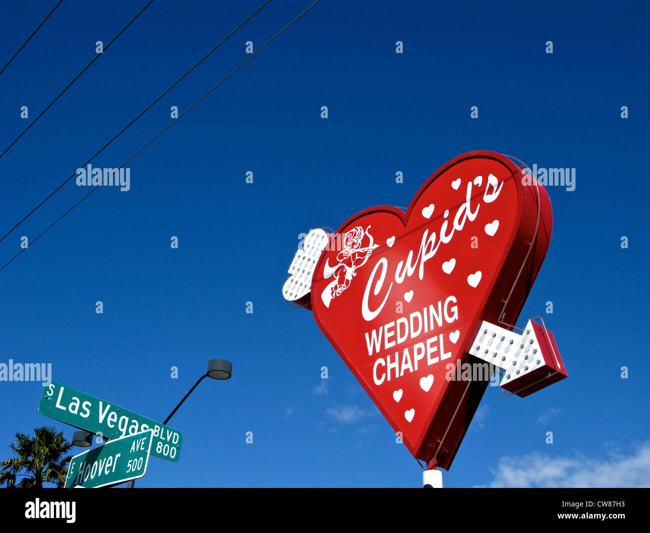 Cupid S Wedding Chapel Red Heart Sign Neon Arrow Las Vegas