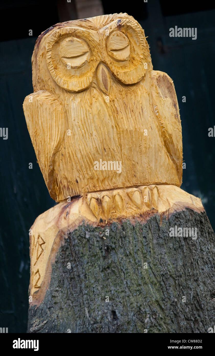 Wood Sculpture by Mark Butler at Queens Walk Park in Nottingham, Nottinghamshire England UK - Stock Image