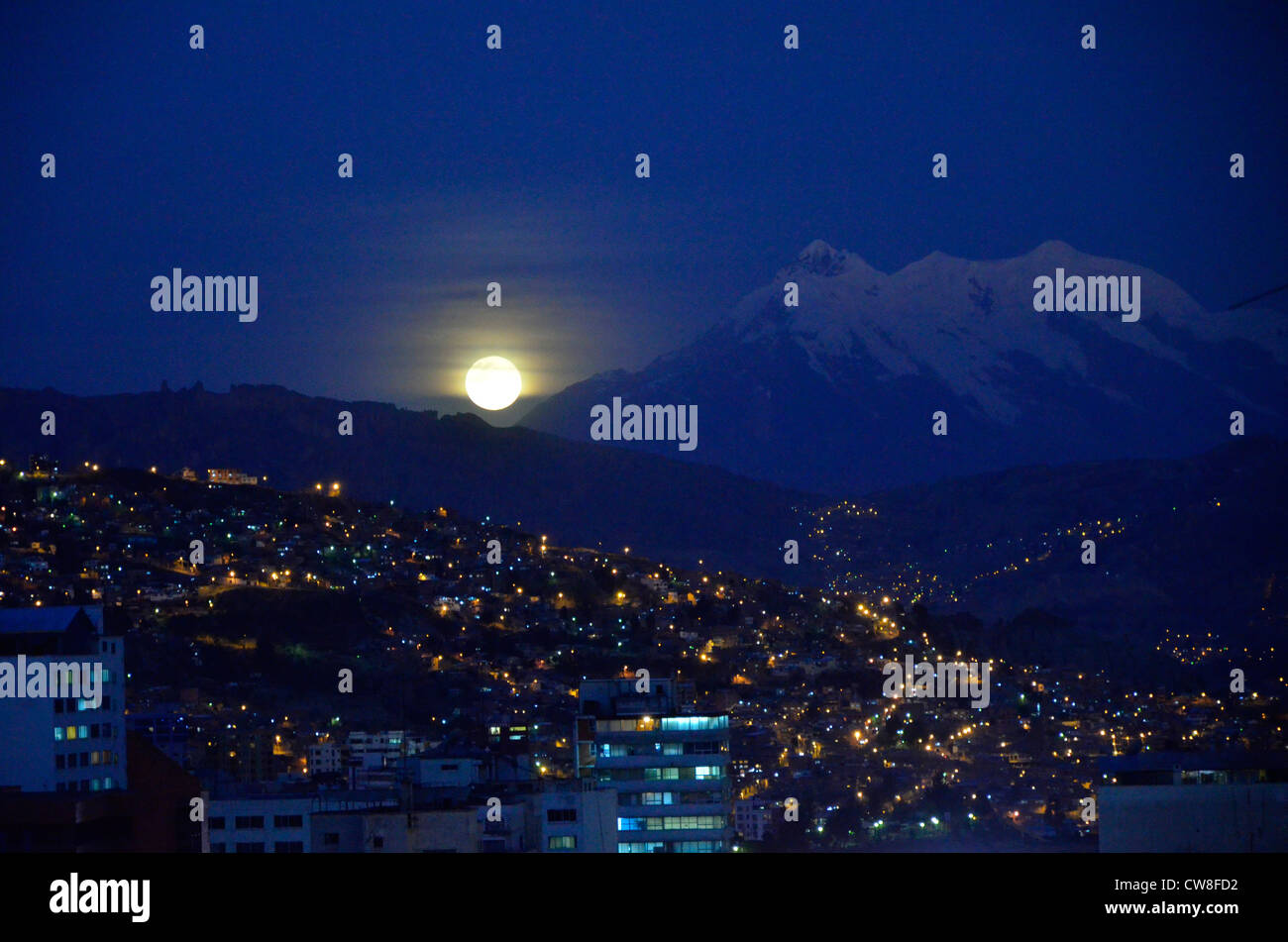 Moonrise over Huayna Potosí and La Paz, capital city of Bolivia, South America - Stock Image