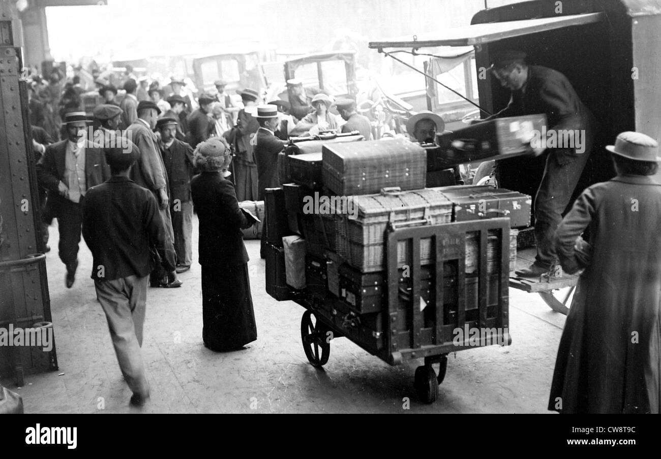 Paris August 3 1914  Gare du Nord Foreigners departing - Stock Image