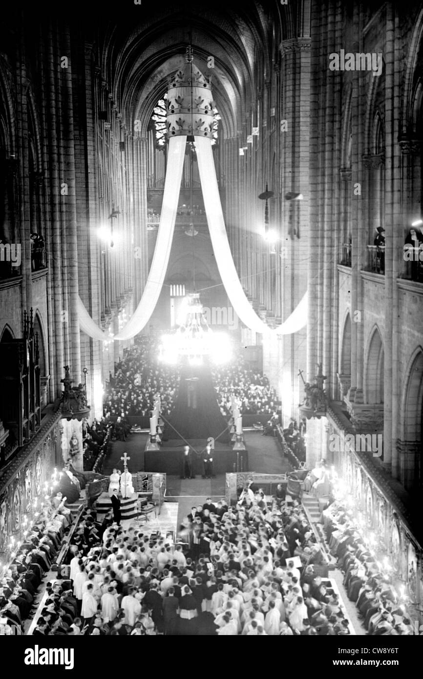Paris. Mass at Notre-Dame soul Pius XI. Overall view Stock Photo
