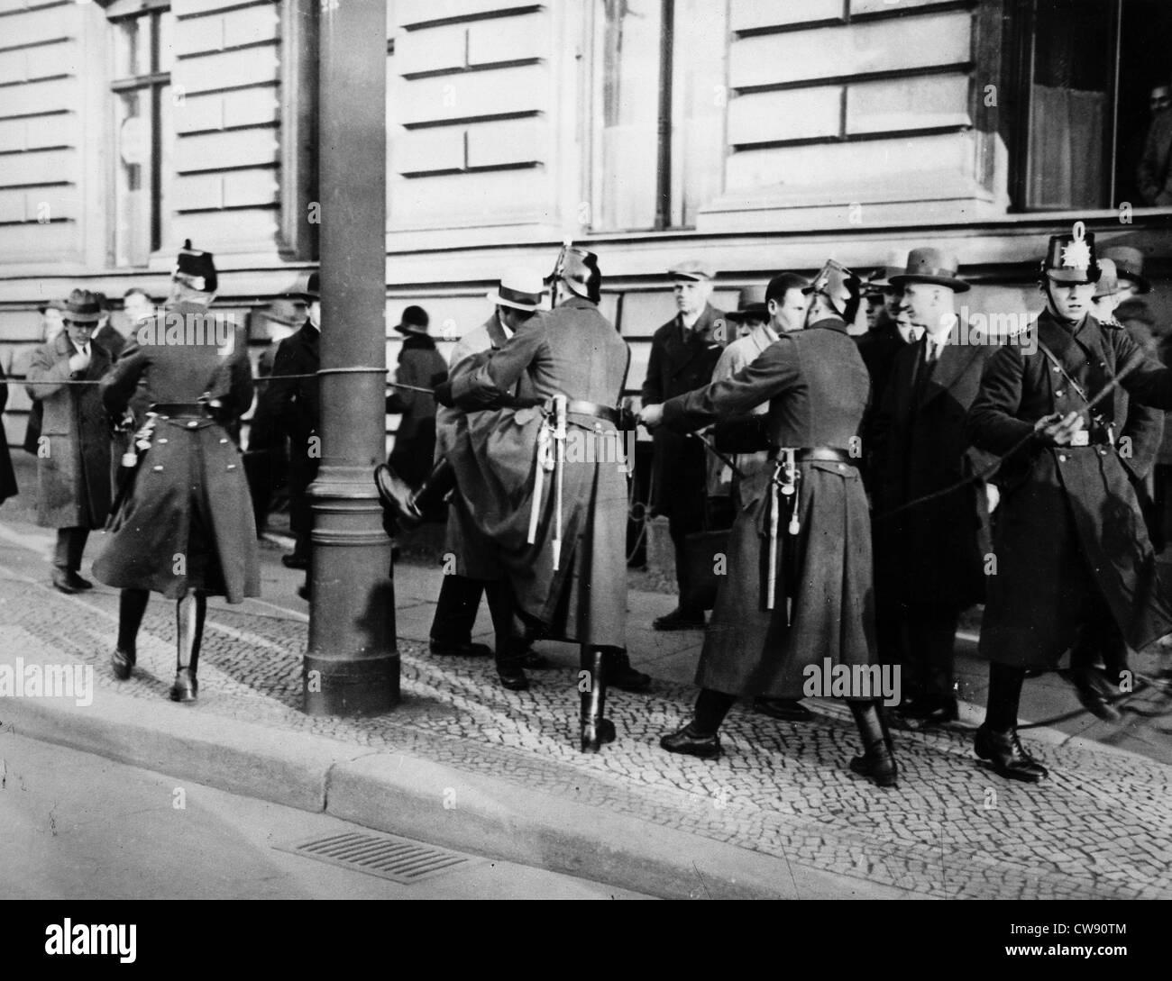 Riots in Berlin between policemen communists (1930) - Stock Image