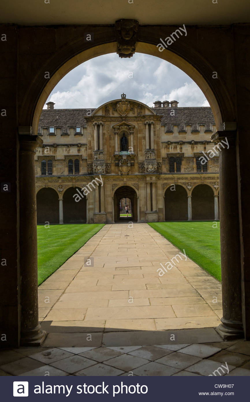 Looking into Canterbury Quad, St. Johns College, Oxford through the arch to the garden. - Stock Image