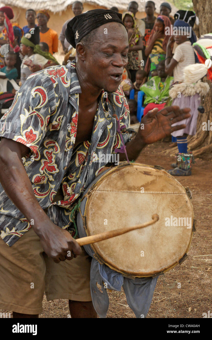 Dagomba man beating gungon drum, Wovogumah village, Ghana - Stock Image