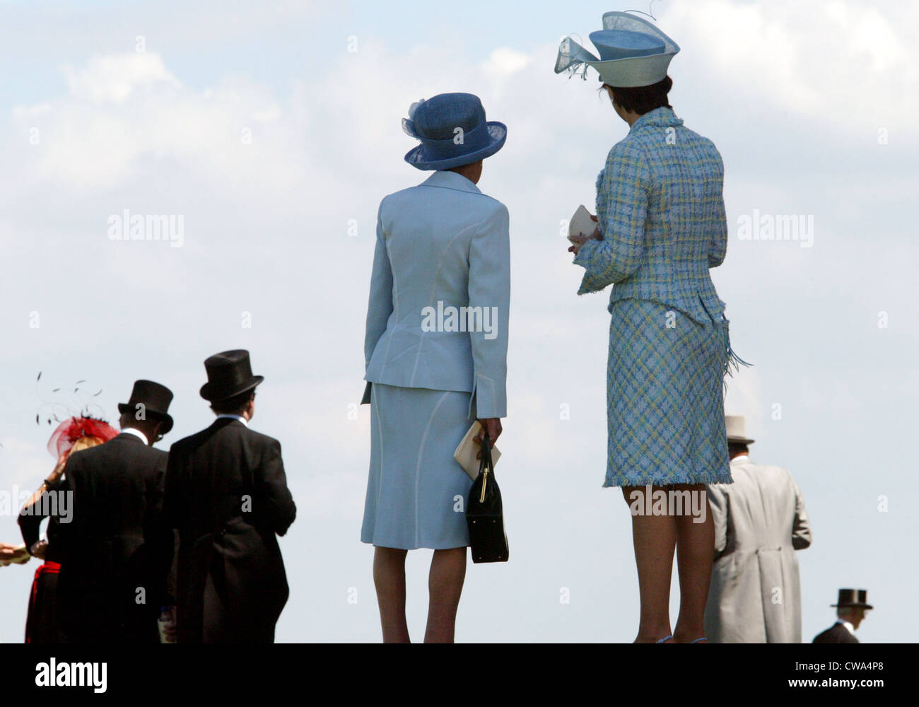 Royal Ascot, high society, women and men with hats - Stock Image