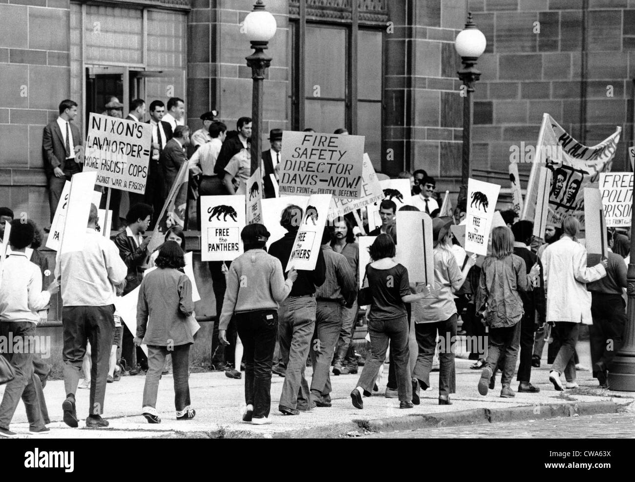 Black Panther Party supporters picketing outside Central Police Station,  Cleveland, OH, ca. bd52e1cd827