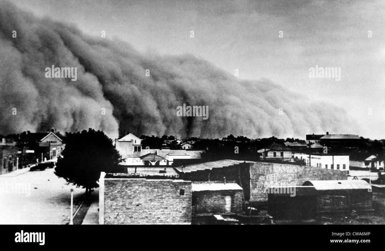 A dust storm hits a southwestern town, 1937. Courtesy: CSU Archives/Everett Collection - Stock Image