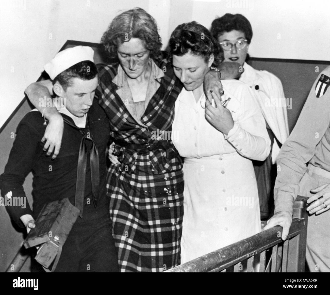 HERO OF EMPIRE STATE BUILDING DISASTER  NEW YORK--First aid kit in one hand, Don Molony, 17-year-old Coast Guardsman, - Stock Image