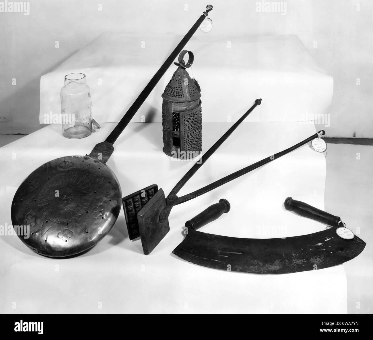 Kitchenware, Early American household appliances, l-r: fruit jar, brass bed warmer, town crier's lantern (back), - Stock Image