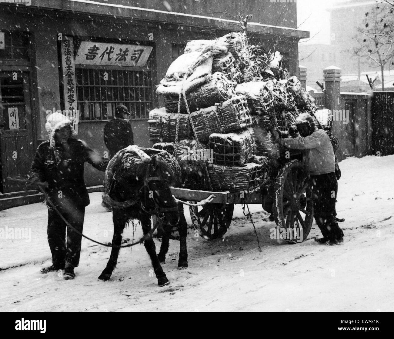 Korean War: Civilians loading a cart with their belongings before fleeing Seoul, Korea, 1950.. Courtesy: CSU Archives - Stock Image