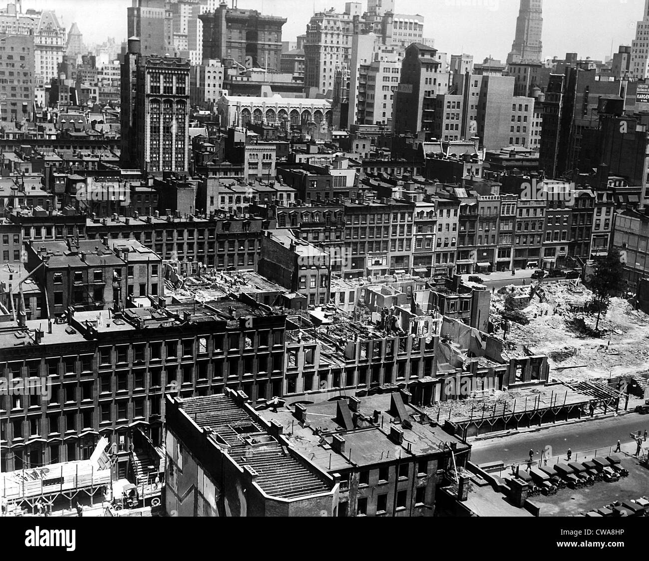New York City, buildings built in the 1800s are demolished on Fifth & Sixth Avenue, between 48th & 51st - Stock Image