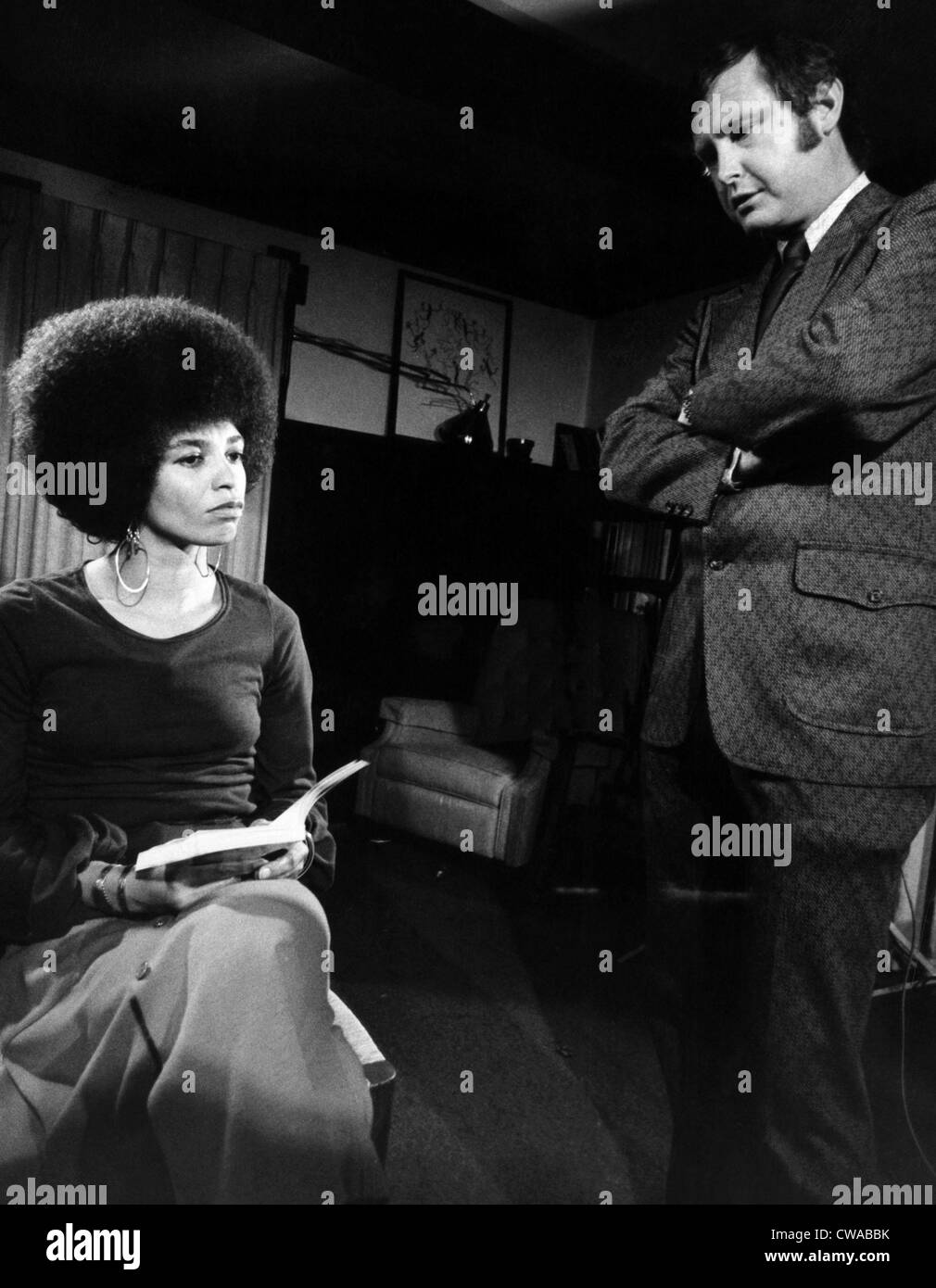 Don Oliver interviews Angela Davis for an NBC special, 1972. Courtesy: CSU Archives/Everett Collection - Stock Image