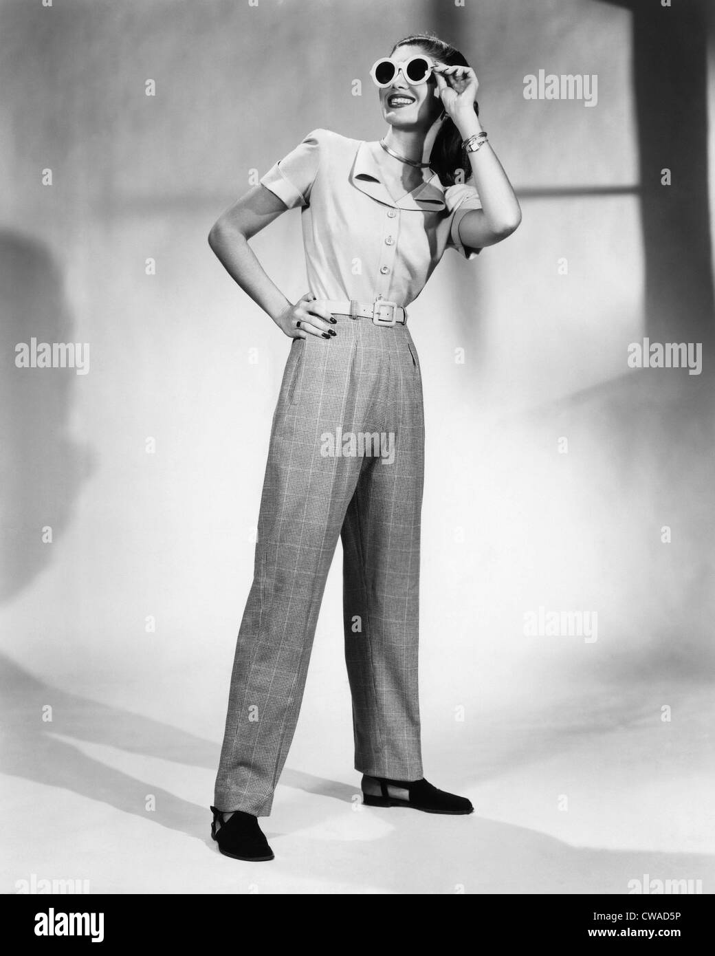 A model wears a pair of slacks designed by Claire Potter, circa 1947. Photo: CSU Archives/Everett Collection - Stock Image