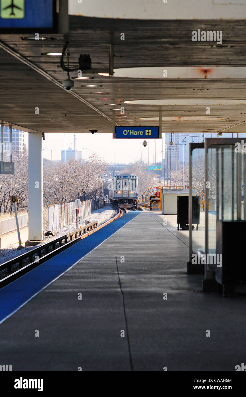 CTA rapid transit train headed for Chicago's O'Hare International Airport terminal a the platform Rosemont/River - Stock Image