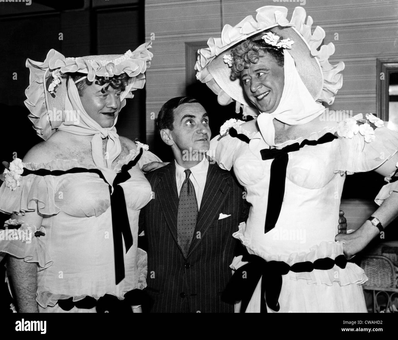 Burl Ives, Irving Berlin and Anthony Ross, 1942. Courtesy: CSU Archives/Everett Collection - Stock Image