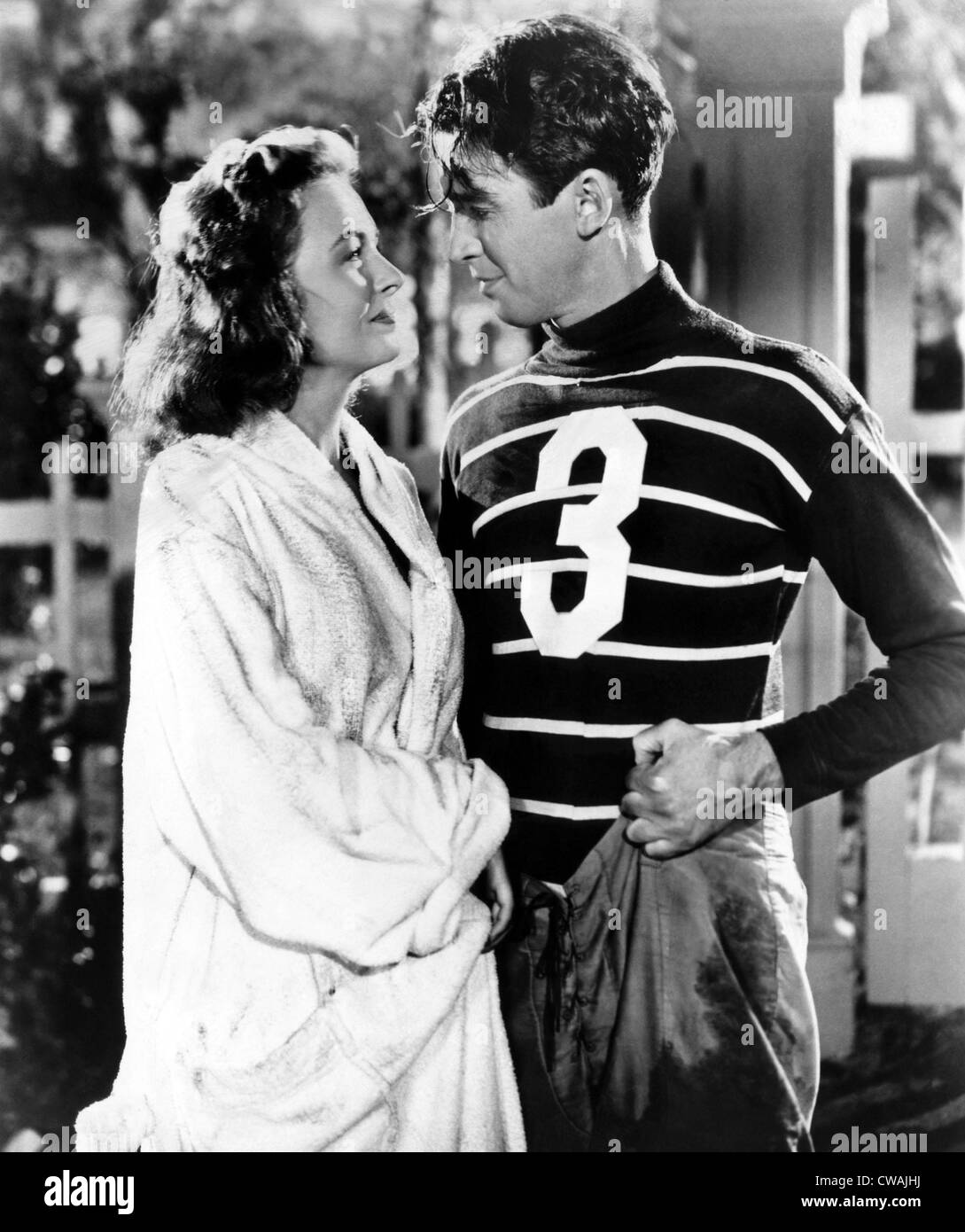 IT'S A WONDERFUL LIFE, Donna Reed, James Stewart, 1946. photo: CSU Archives / courtesy Everett Collection - Stock Image