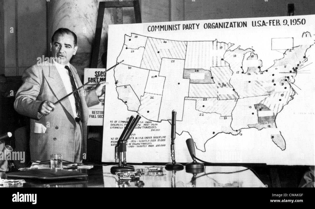 Sen. Joseph McCarthy before Senate Committee, 1950s, pointing to U.S. map. Courtesy: CSU Archives / Everett Collection - Stock Image