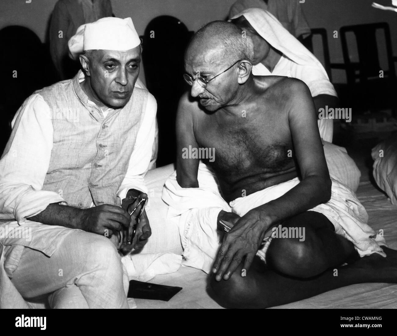 Rashtrapati Jawharlal Nehru and Mahatma Gandhi in 1946.Courtesy: CSU Archives/Everett Collection - Stock Image
