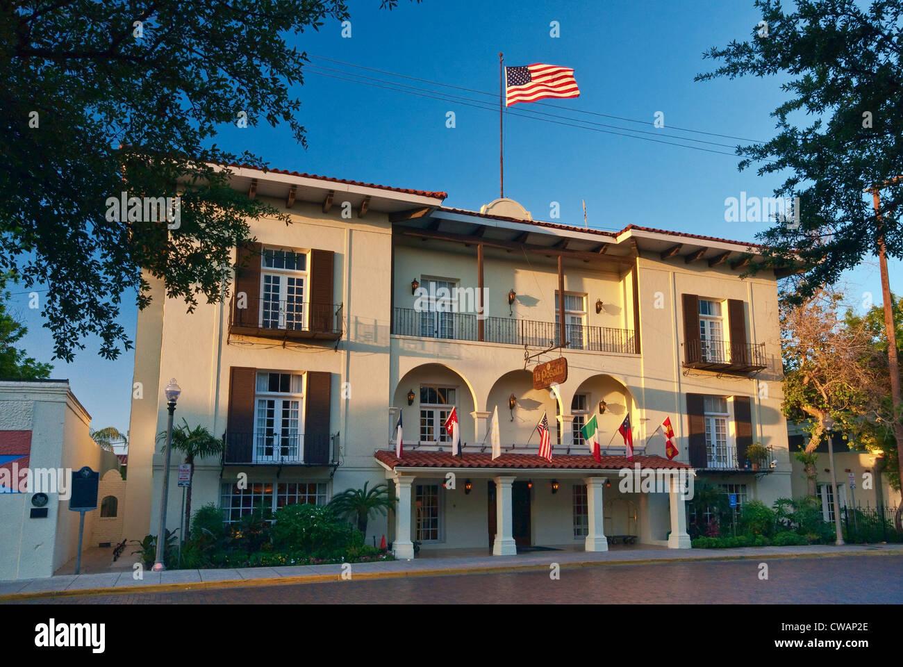 La posada hotel former old laredo high school 1917 for Laredo chat rooms