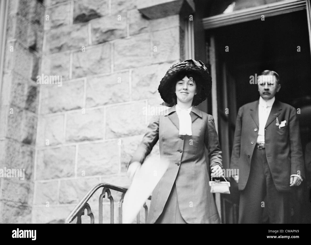 Evelyn Nesbit Thaw (1884-1967), wife of murderer Harry Thaw, carrying a fan  during the summer of 1909. Nesbit was - Stock Image