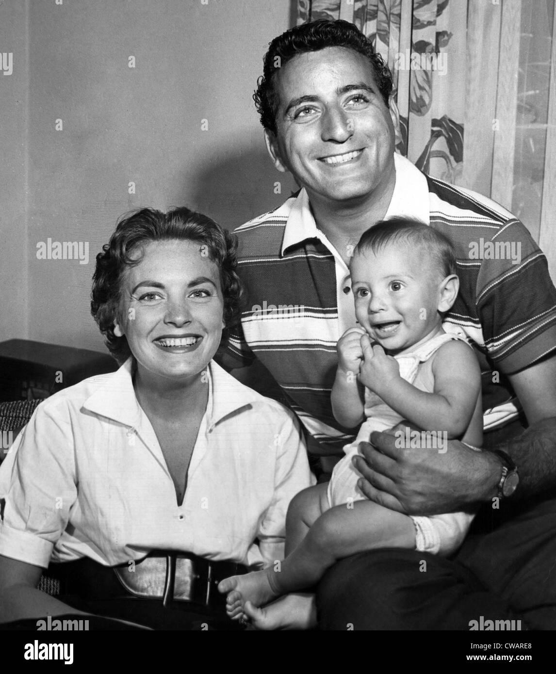 Tony Bennett, wife Patricia, son D'Andrea, c. 1954.. Courtesy: CSU Archives / Everett Collection - Stock Image