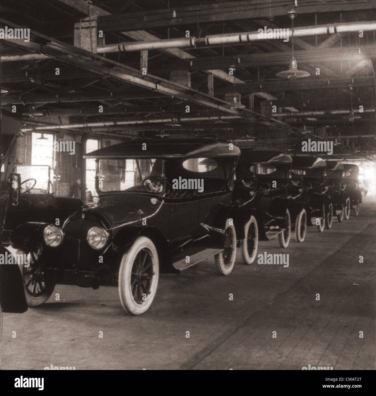 Row of Cadillac touring cars come off the assembly line in 1917.  Cadillac was purchased by General Motors in 1909, - Stock Image